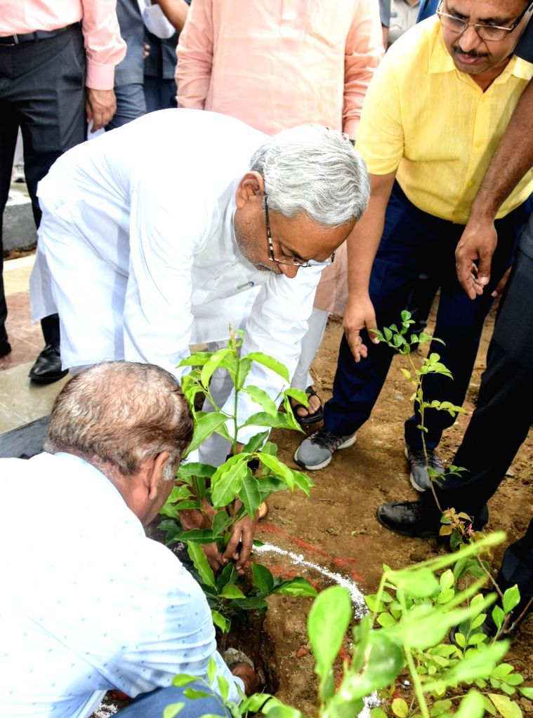 Bihar Chief Minister Nitish Kumar plants a sapling at the inauguration of a statue of freedom fighter Ram Ekbal Singh Warsi on his death anniversary, in Patna on Oct 10, 2019. - Nitish Kumar and Ekbal Singh Warsi