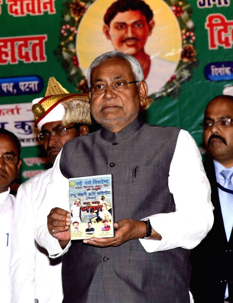 Bihar Chief Minister Nitish Kumar realese a book on Shaheed Jubba Sahni death anniversary in Patna on March 11, 2017. - Nitish Kumar