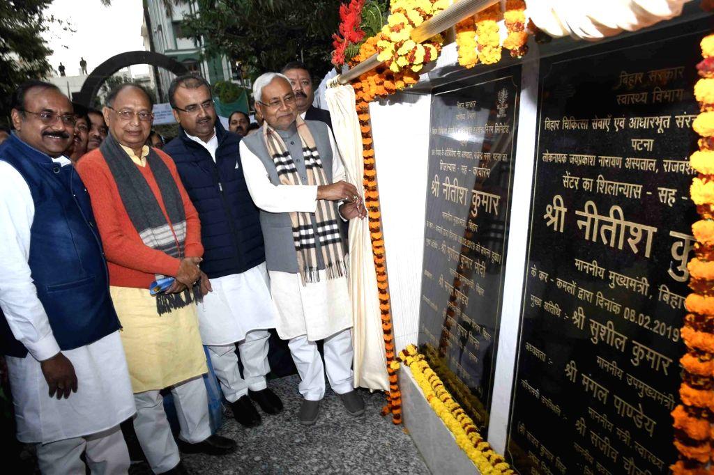 Bihar Chief Minister Nitish Kumar unveils the plaque to inaugurate a trauma center at Loknayak Jai Prakash Narayan Hospital in Patna, on Feb 8, 2019. - Nitish Kumar
