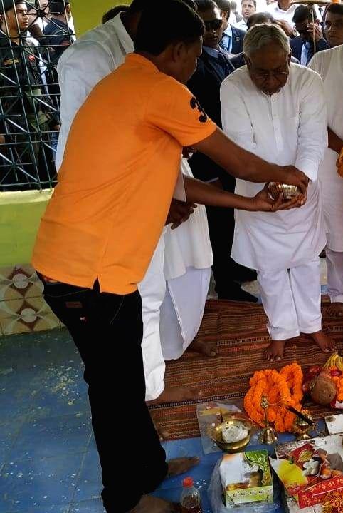 Bihar Chief Minister Nitish Kumar visits Venu Maharaj temple in state's Kishanganj district on Nov 15, 2019. - Nitish Kumar
