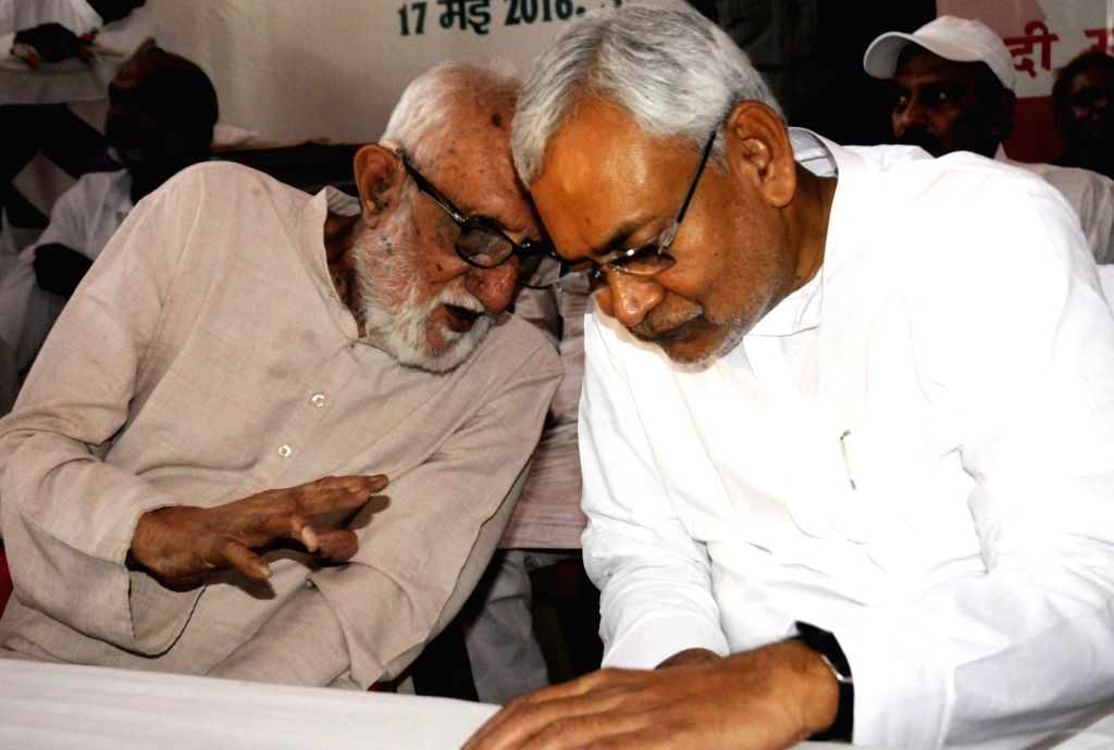 Bihar Chief Minister Nitish Kumar with distinguished freedom fighter, philanthropist and civil rights activist GG Parikh during a programme organised to celebrate 82nd anniversary of Socialist ... - Nitish Kumar