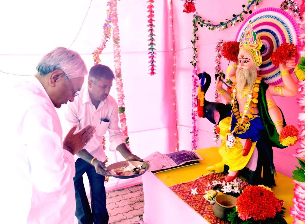 Bihar Chief Minister Nitish Kumar worships lord Vishwakarma in Patna on Sept 17, 2018. - Nitish Kumar