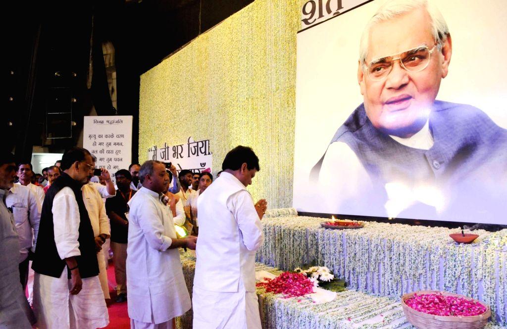 Bihar Congress In-charge president Kaukab Quadri pays tributes to former Prime Minister Late Atal Bihari Vajpayee during a prayer meeting organised in his memory, in Patna on Aug 21, 2018. - Late Atal Bihari Vajpayee