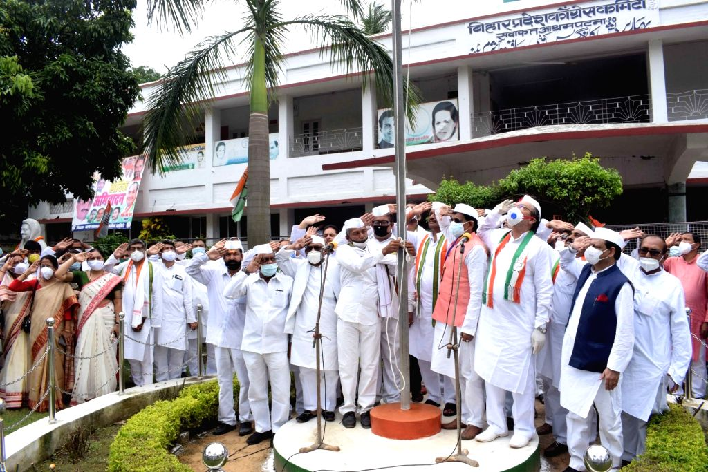 Bihar Congress President Madan Mohan Jha hoists the tricolor on the occasion of the 74th Independence Day, at the state party headquarters in Patna on Aug 15, 2020.