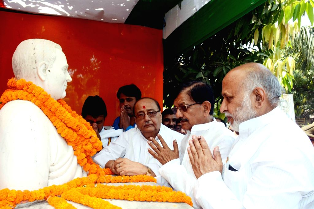 Bihar Congress President Madan Mohan Jha pays tributes to late Prime Minister Rajiv Gandhi on his 28th death anniversary in Patna, on May 21, 2019. - Rajiv Gandhi