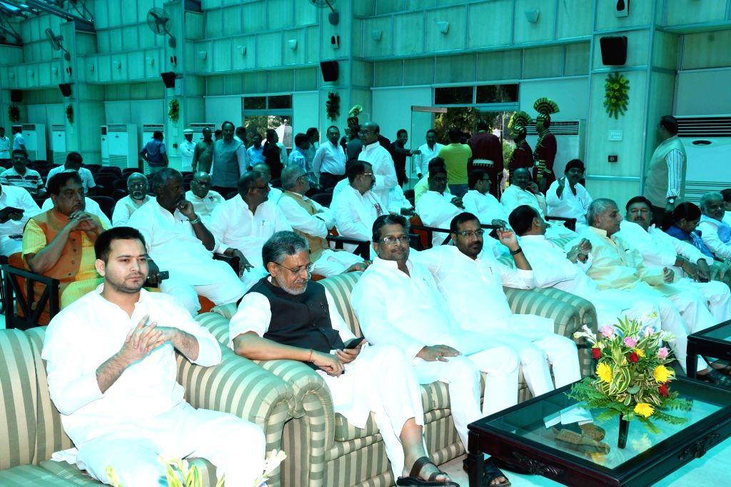 Bihar Deputy Chief Minister Tejashwi Yadav and BJP leader Sushil Kumar Modi at the Bihar Governor's swearing-in ceremony at Raj Bhawan in Patna on June 22, 2017. - Tejashwi Yadav and Sushil Kumar Modi