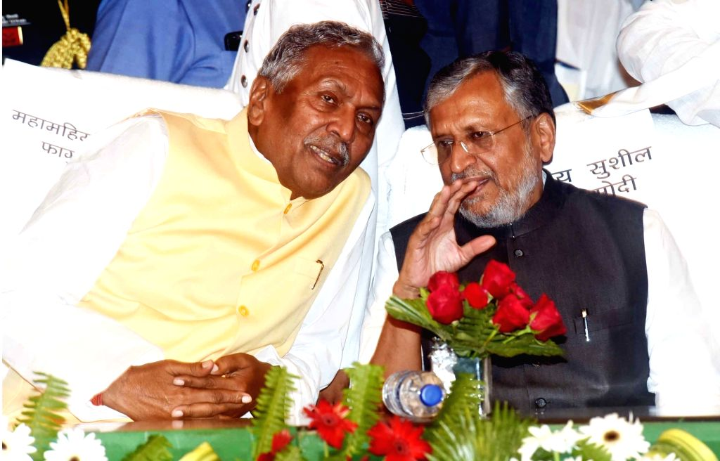 Bihar Governor Fagu Chauhan and Deputy Chief Minister Sushil Kumar Modi during a programme in Patna, on Aug 27, 2019. - Sushil Kumar Modi and Fagu Chauhan
