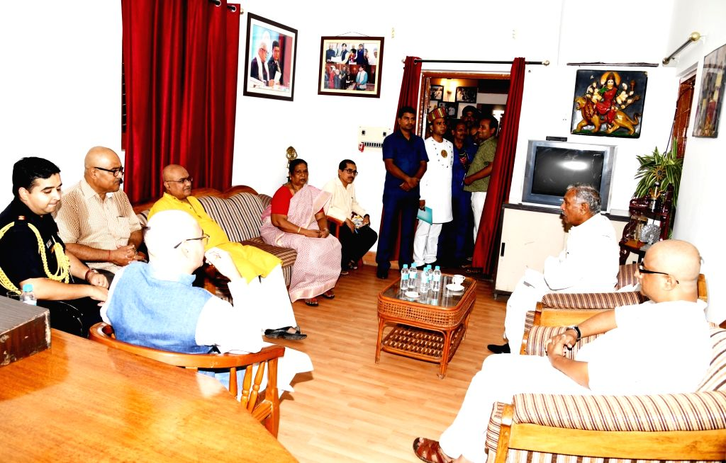 Bihar Governor Fagu Chauhan meets the family members of Former Chief Minister Jagannath Mishra and expresses his condolences at his residence in Patna, on Aug 29, 2019. - Jagannath Mishra and Fagu Chauhan