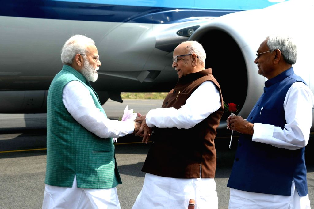 Bihar Governor Lalji Tandon along with Chief Minister Nitish Kumar welcomes Prime Minister Narendra Modi in Patna, on March 3, 2019. - Nitish Kumar and Narendra Modi