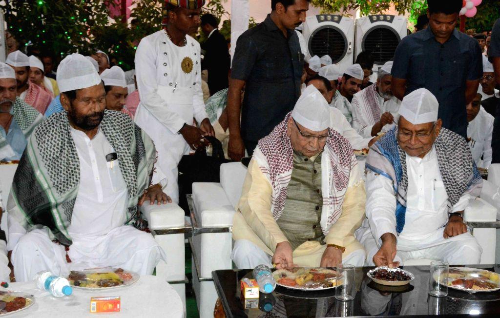 Bihar Governor Lalji Tandon, Union Consumer Affairs, Food and Public Distribution Minister Ram Vilas Paswan and Bihar Chief Minister Nitish Kumar during an iftar party in Patna, on June 3, ... - Ram Vilas Paswan and Nitish Kumar