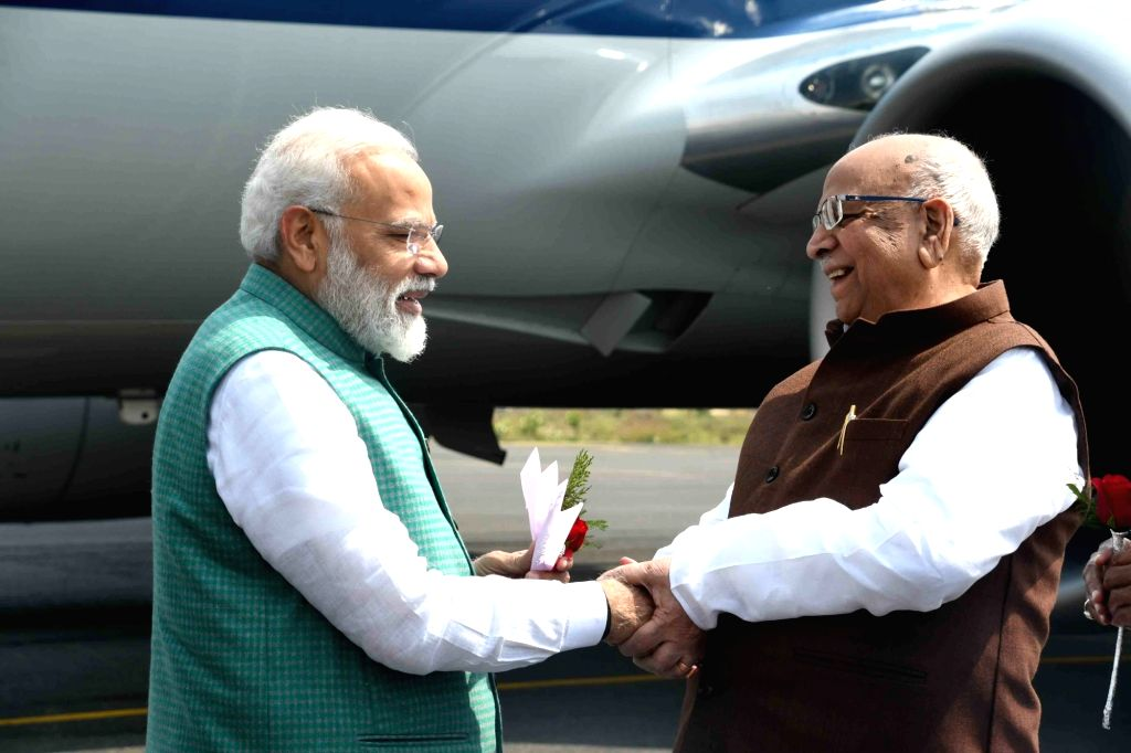 Bihar Governor Lalji Tandon welcomes Prime Minister Narendra Modi in Patna, on March 3, 2019. - Narendra Modi