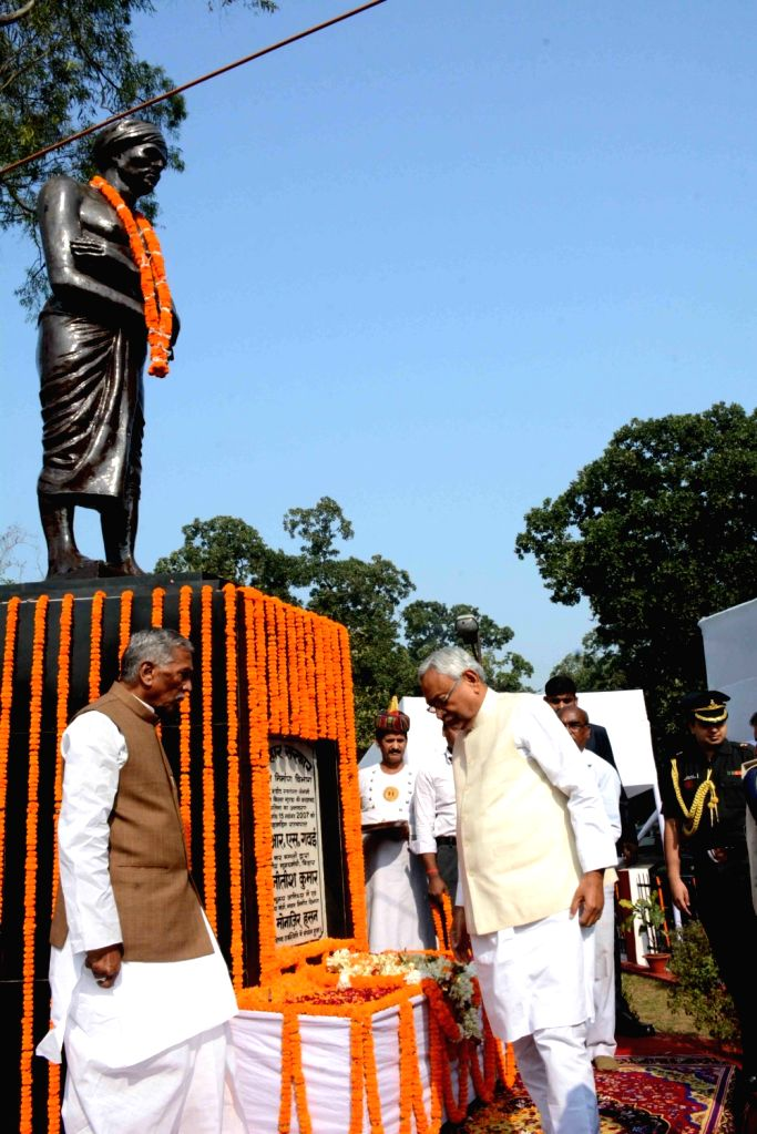 Bihar Governor Phagu Chauhan and Chief Minister Nitish Kumar pay tributes to tribal leader Birsa Munda on his birth anniversary in Patna on Nov 15, 2019. - Nitish Kumar, Phagu Chauhan and Birsa Munda