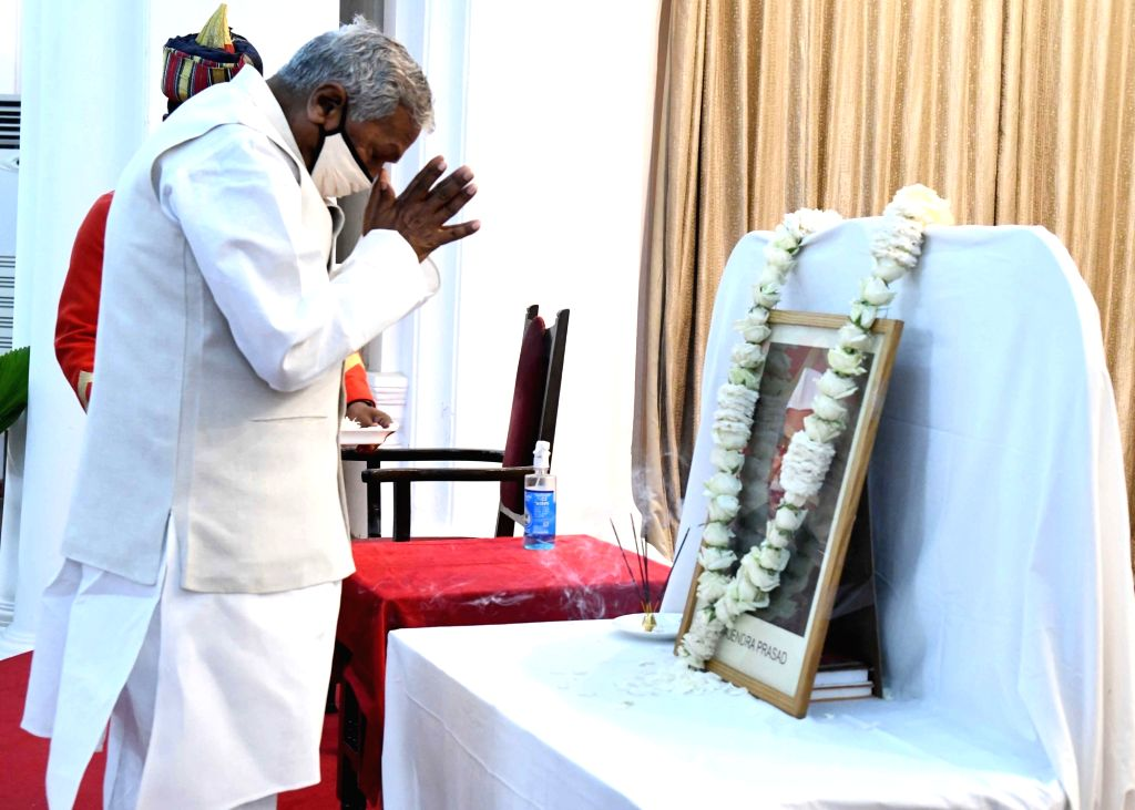 Bihar governor Phagu Chauhan pays tributes to First president of India Dr. Rajendra Prasad on his death anniversary in Patna on Sunday 28th February,2021. - Phagu Chauhan