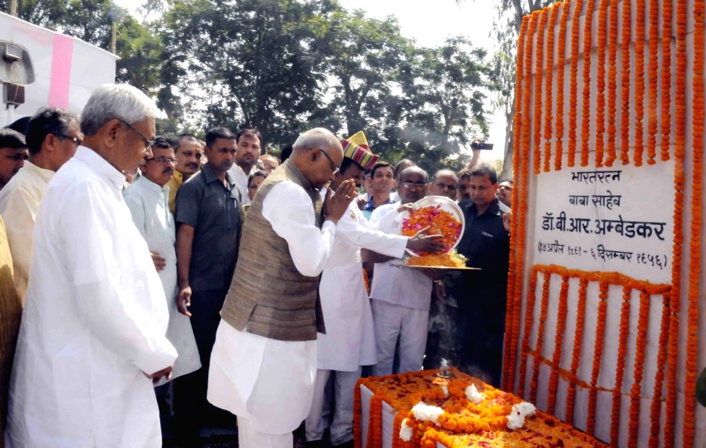 Bihar Governor Ram Nath Kovind and Chief Minister Nitish Kumar pay tribute to Dr BR Ambedkar on his birth anniversary in Patna, on April 14, 2016. - Nitish Kumar and Nath Kovind