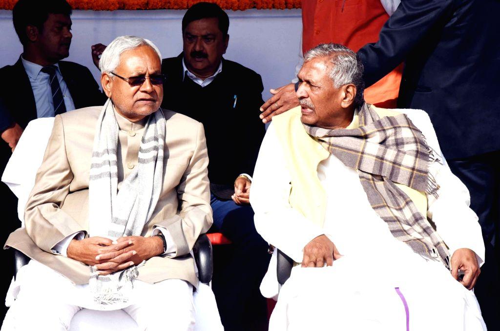 Bihar Guv invites Nitish to form new govt in Bihar