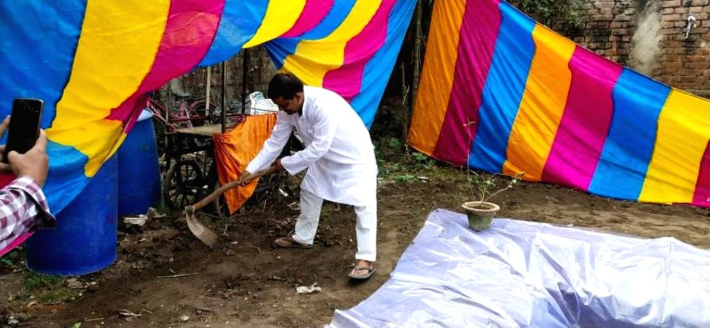 Bihar: Muslim youth built a cistern for Chhatris in the courtyard of his house.