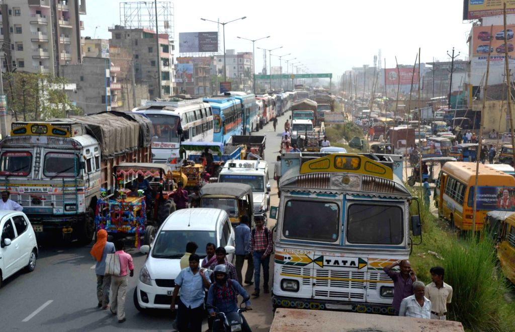 Bihar Rajya Nirman Mazdoor Union's demonstration triggers traffic jam at the Bypass road in Patna on Sept 19, 2017.