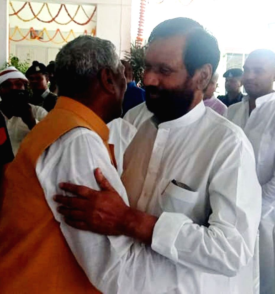 Bihar's new Governor Fagu Chauhan being greeted by LJP chief and Union Minister Ram Vilas Paswan on his arrival at the party office, in Patna on Aug 3, 2019. - Ram Vilas Paswan and Fagu Chauhan