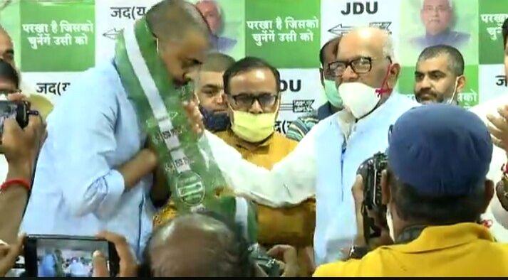 Bihar: Son of late RJD leader Raghuvansh Prasad Singh, joins JD-U - Raghuvansh Prasad Singh