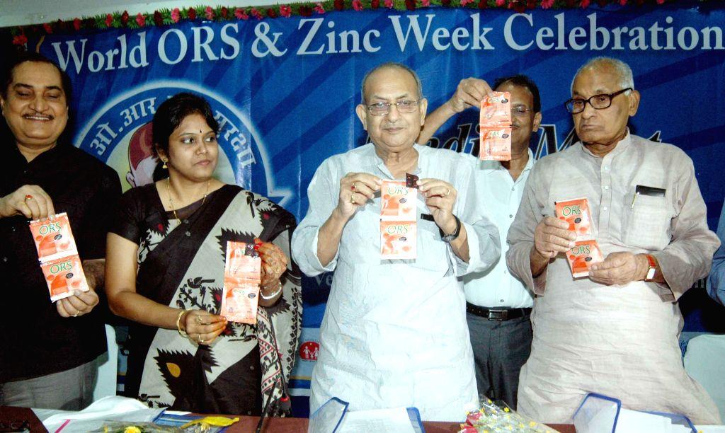 Bihar Transport Minister Brishen Patel with Bihar Health Minister Ramdhani Singh distrubuting ORS packets during celebration of world ORS and zinc week in Patna on July 26, 2014. - Brishen Patel and Ramdhani Singh