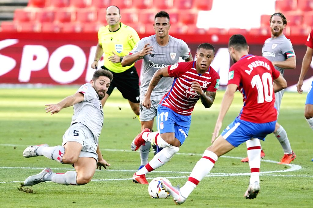 Bilbao's Yeray Alvarez (1st L) competes during a Spanish La Liga league match between Granada CF and Athletic Club Bilbao in Granada, Spain, Sept. 12, 2020.