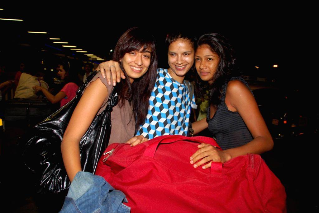 Binal Trivedi, Bhavna Sharma and Carol Gracias leaves for iifa.