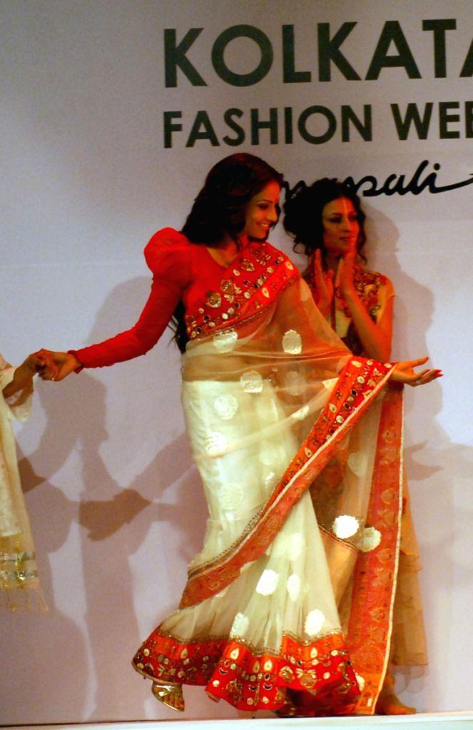 Bipasa Basu at Mona Pali's show, during the Kolkata Fashion Week on 4th  April 2009 , India.