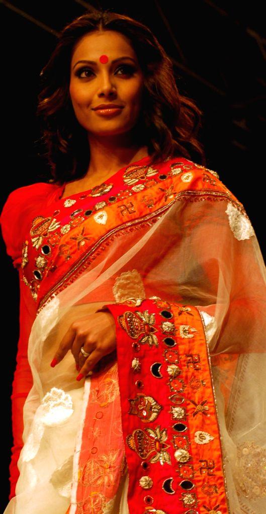 Bipasa Basu at the Mona Pali's show, during the Kolkata Fashion Week on 4th  April 2009 , India.