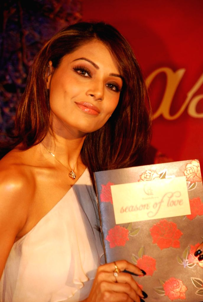 Bipasha Basu promotes Valentine Gili collection at Taj Land's End.