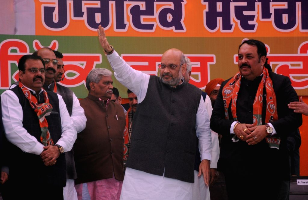 BJP chief Amit Shah along with Punjab BJP President Shwet Malik and other leaders during a public rally in Amritsar, on Feb 24, 2019. - Malik and Amit Shah