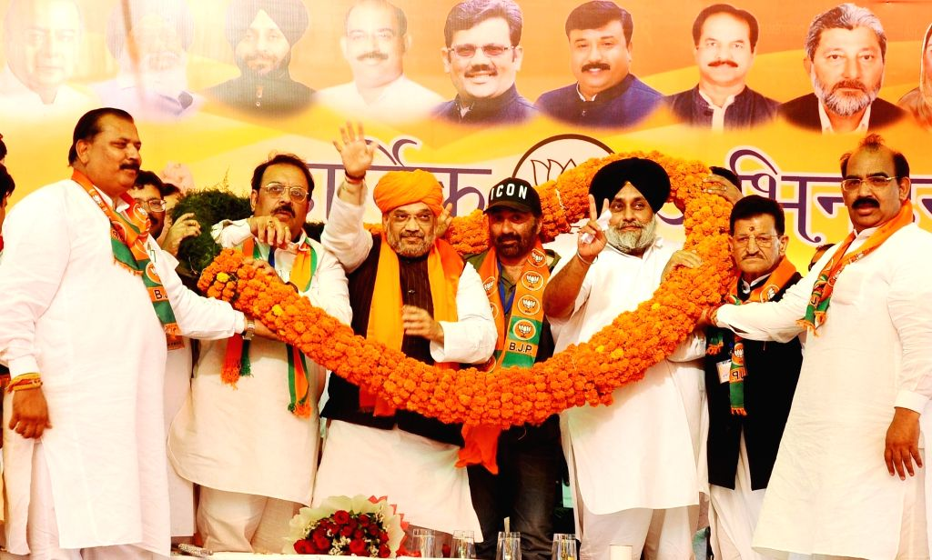 BJP chief Amit Shah and actor-turned-politician party's candidate from Gurdaspur, Sunny Deol with Shiromani Akali Dal (SAD) President and party's Lok Sabha candidate from Ferozepur, ... - Amit Shah and Sukhbir Singh Badal
