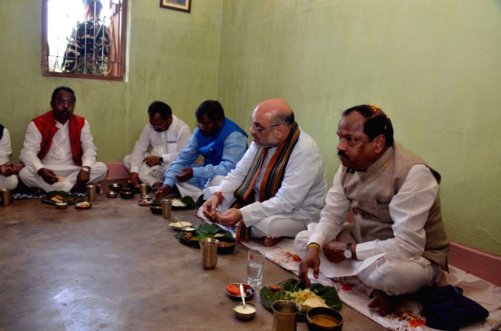 BJP chief Amit Shah and former Jharkhand Chief Minister Arjun Munda have lunch at a tribal party worker's residence in Ranchi on Sept 16, 2017. - Arjun Munda and Amit Shah