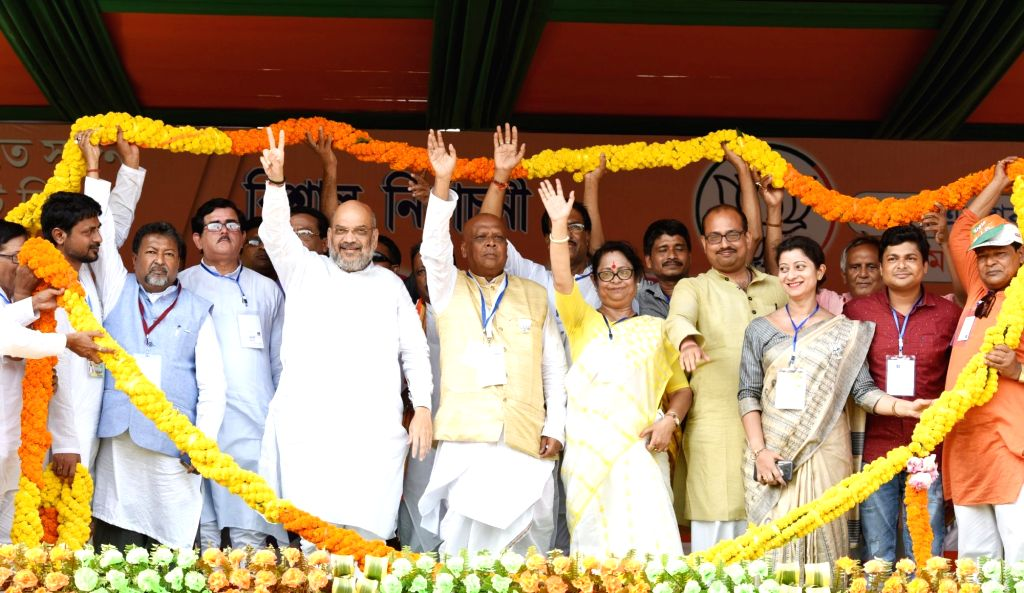 BJP chief Amit Shah being welcomed by party workers during a public rally at Rajarhat in Kolkata on May 13, 2019. - Amit Shah