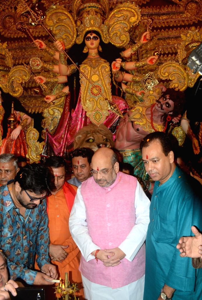 BJP chief Amit Shah inaugurates a Durga Puja Pandal at Safdarjung Enclave in New Delhi, on Oct 6, 2016. - Amit Shah