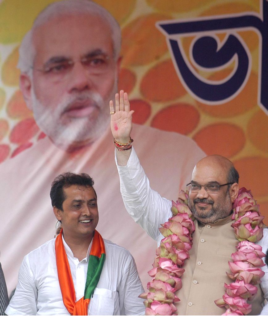 BJP chief Amit Shah with Ritesh Tiwari (L), BJP candidate from Chowringhee assembly seat during a rally in Kolkata on Sept 7, 2014.