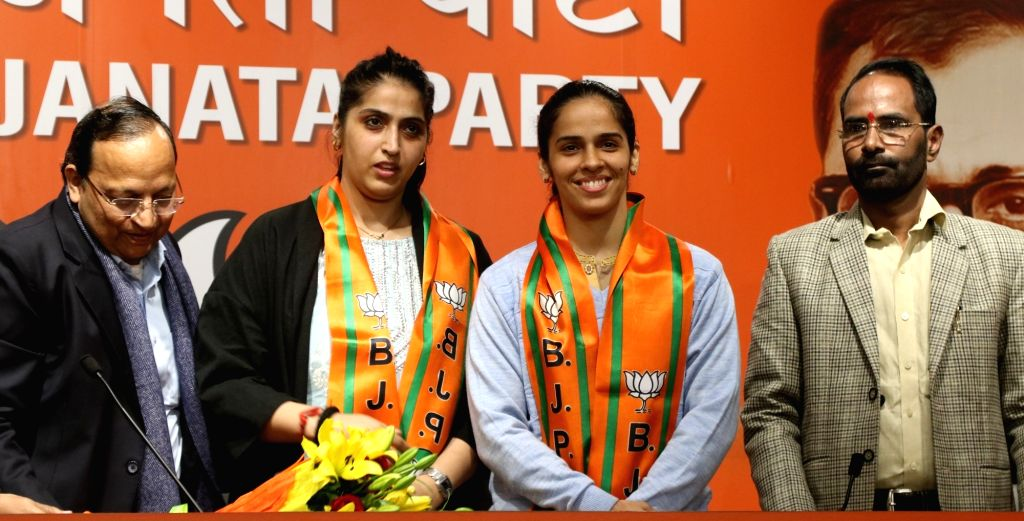 BJP General Secretary Arun Singh with Badminton star Saina Nehwal and her elder sister Abu Chandranshu Nehwal who joined the BJP, in New Delhi on Jan 29, 2020. - Secretary Arun Singh