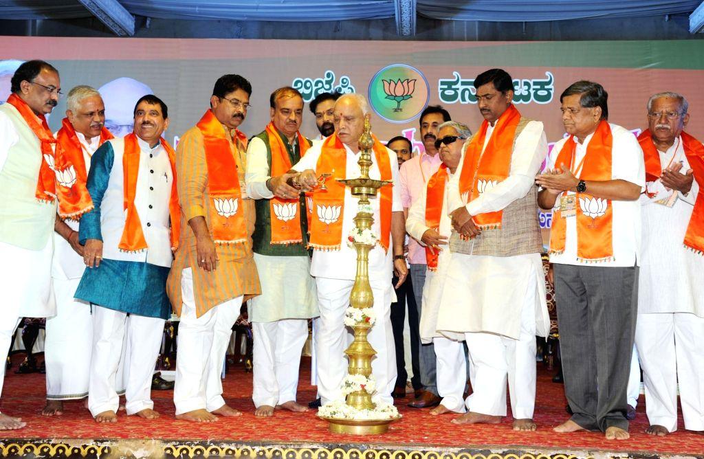 BJP Karnataka President BS Yeddyurappa, Union ministers Anant Kumar, Ramesh Jigajinagi with other dignitaries lights the lamp to inaugurate BJP State Executive meeting in Bengaluru, on ... - Anant Kumar