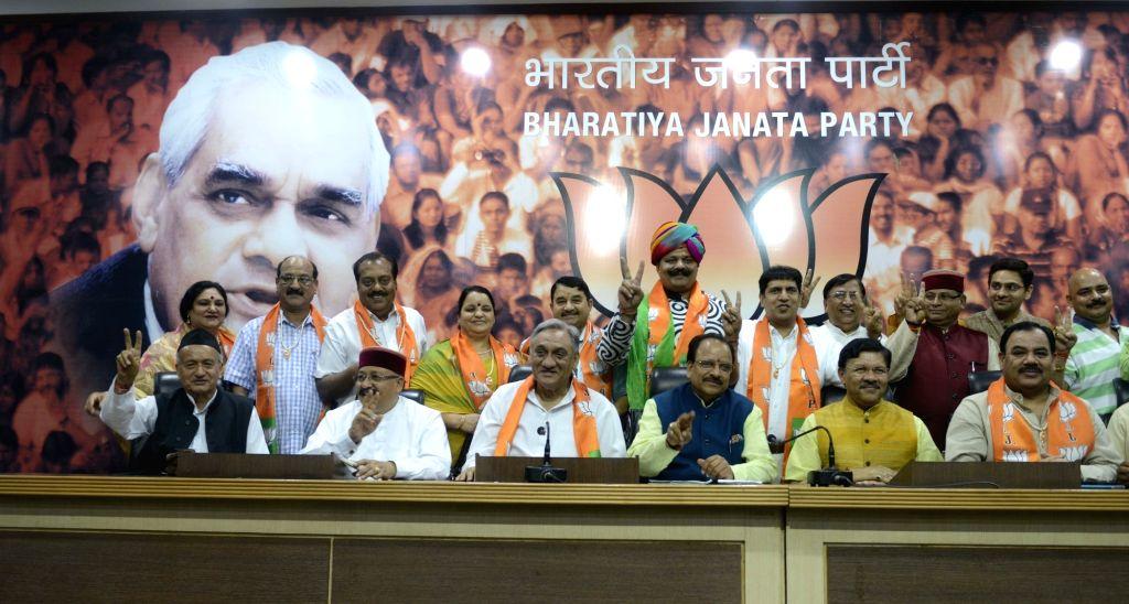 BJP leader Bhagat Singh Koshyari with Vijay Bahuguna and eight other Congress rebels who joined BJP in New Delhi, on May 18, 2016. - Bhagat Singh Koshyari