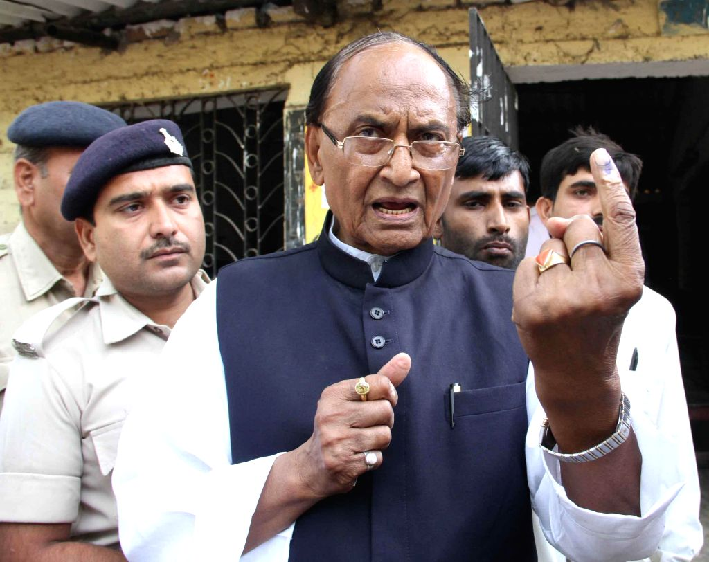 BJP leader C P Thakur  shows his fore finger marked with phosphoric ink after casting his vote during the fifth phase of 2014 Lok Sabha Polls in Patna on April 17, 2014.