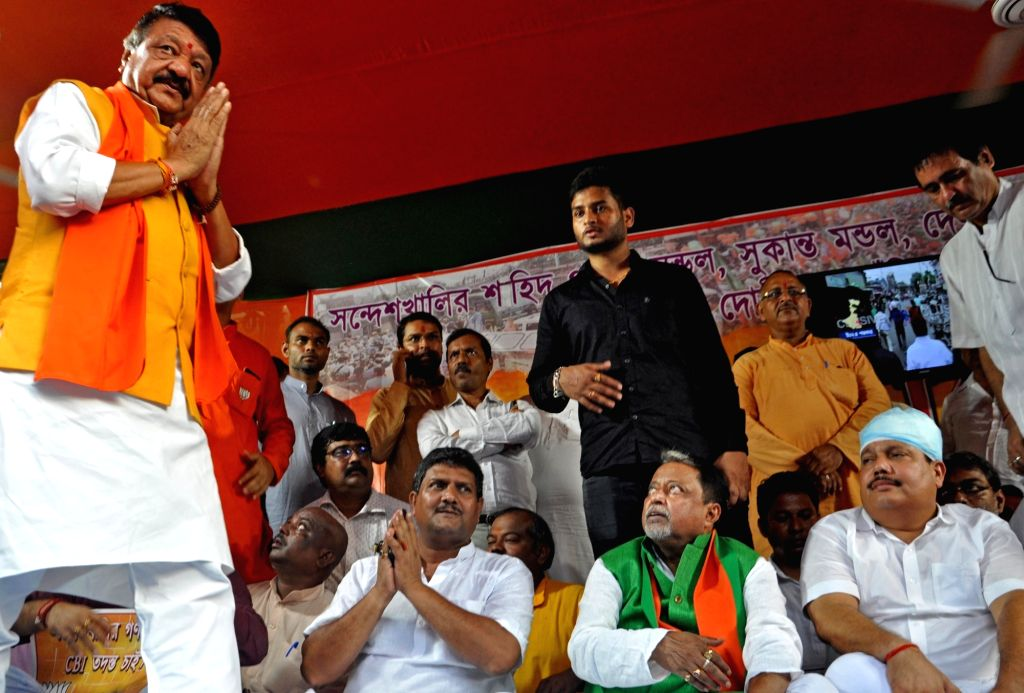 BJP leader Kailash Vijayvargiya, Mukul Roy and Arjun Singh during a demonstration against Sandeshkhali killings, in Kolkata on Sep 4, 2019. - Mukul Roy and Arjun Singh
