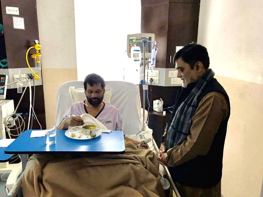 BJP leader Ramkripal Yadav with Union Food Minister Ramvilas Paswan who is undergoing treatment at a Patna hospital on Jan 13, 2017. - Ramvilas Paswan and Ramkripal Yadav
