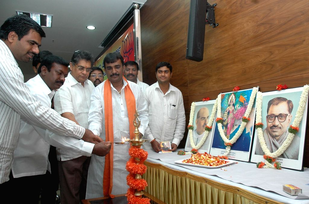 BJP leader Subbanna and others pay tribute to BJP ideologue and Jana Sangh founder Shyama Prasad Mukherjee on his birth anniversary at party office in Bangalore on July 6, 2014. - Shyama Prasad Mukherjee