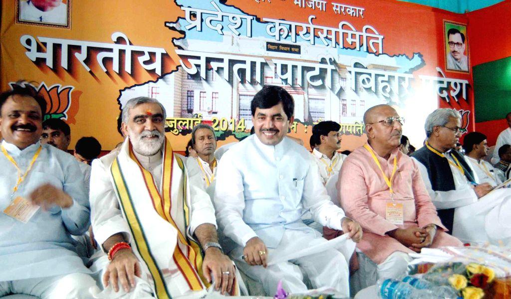 BJP leaders Ashwini Kumar Choubey and Syed Shahnawaz Hussain  during a BJP programme in Patna on July 19, 2014. - Ashwini Kumar Choubey
