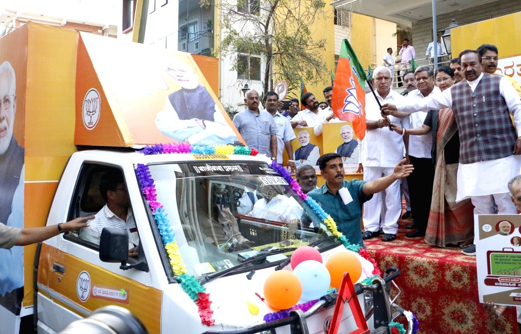 BJP leaders BS Yeddyurappa, Jagadish Shettar and Kiran Maheshwari launch 'Bharat Ke Mann Ki Baat, Modi ke Saath' campaign in Bengaluru on Feb 5, 2019.