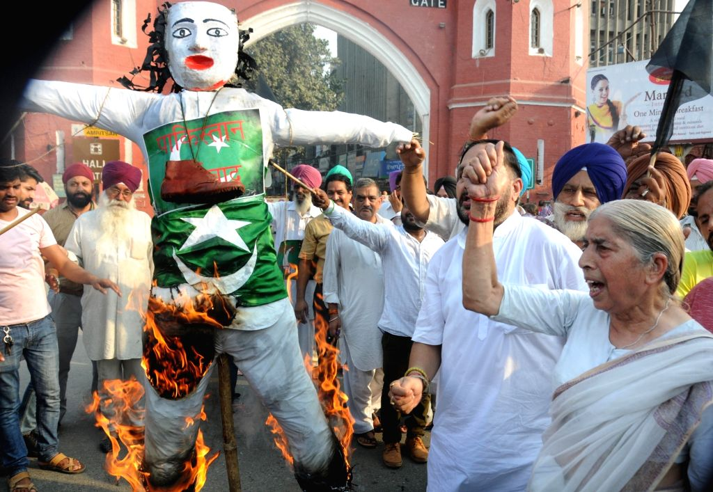 BJP leaders burn effigy of Pakistan Prime Minister Nawaz Sharif in Amritsar protesting terror attack on Uri army camp on Sept 19, 2016. - Nawaz Sharif