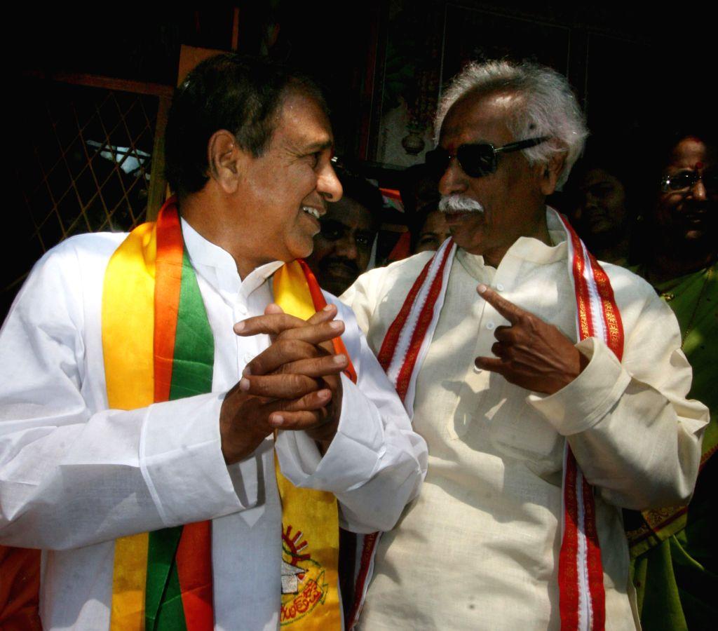 BJP leaders Chintala Ramachandra Reddy and Bandaru Dattatreya celebrate the birthday of Telugu Desam Party (TDP) president N. Chandrababu Naidu in Hyderabad on April 20, 2014. - Chintala Ramachandra Reddy