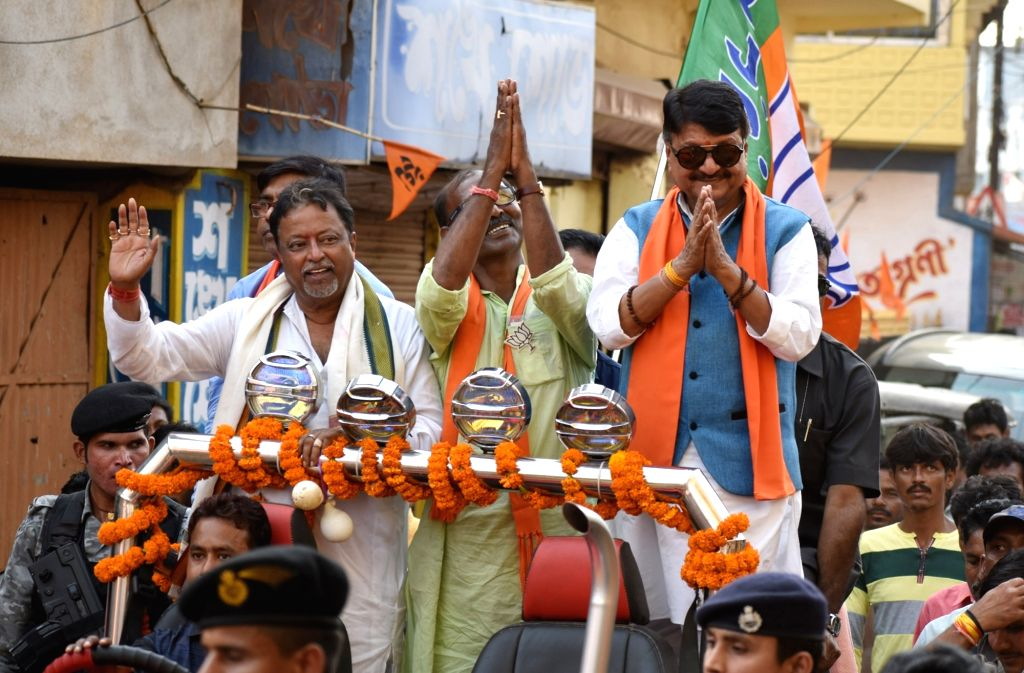 BJP leaders Kailash Vijayvargiya and Mukul Roy during election campaign in Birbhum on April 27, 2019. - Mukul Roy