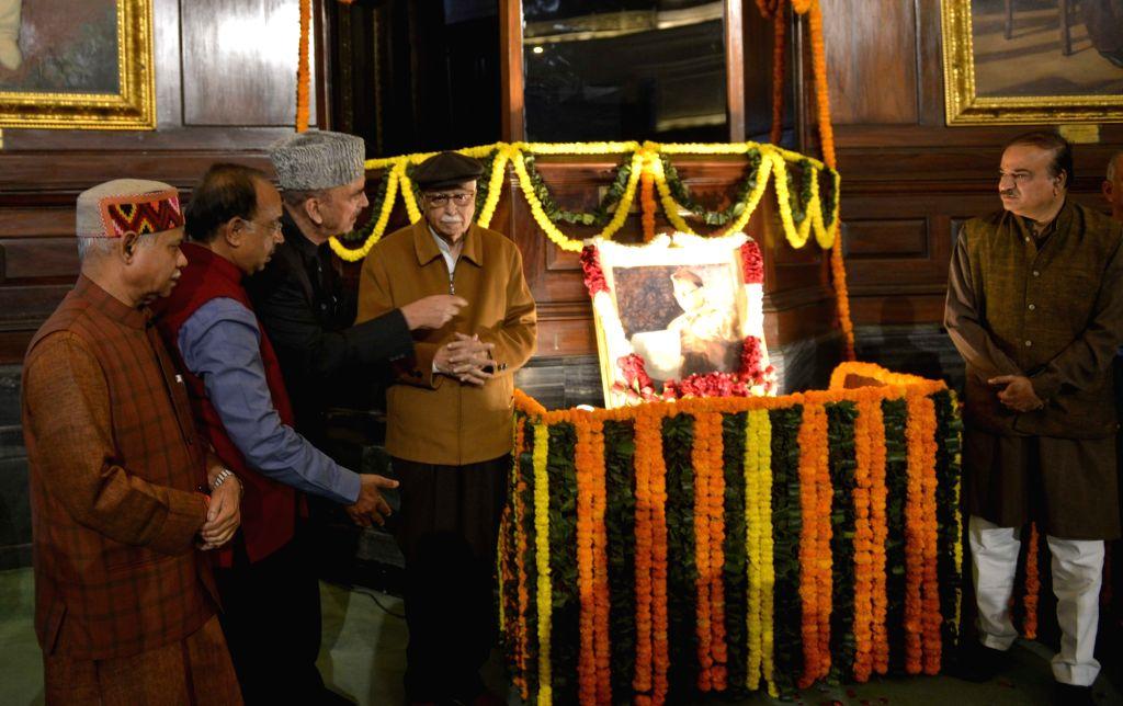 BJP leaders L.K. Advani, Ananth Kumar, Vijay Goel and Congress leader Ghulam Nabi Azad pay tributes to Netaji Subhas Chandra Bose on his birth anniversary in New Delhi on Jan 23, 2018. - K. Advani and Ananth Kumar