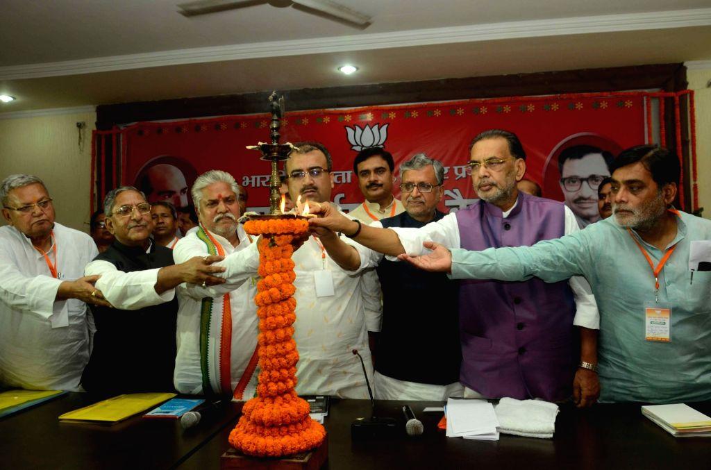 BJP leaders Mangal Pandey, Giriraj Singh, Sushil Kumar Modi, Ram Kripal Yadav and others during a party meeting in Patna, on June 16, 2016. - Mangal Pandey, Giriraj Singh, Sushil Kumar Modi and Kripal Yadav