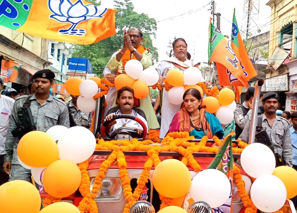 BJP leaders Mukul Roy and Roopa Ganguly participate in a roadshow as they campaign for the party's Lok Sabha candidate from Birbhum, Dudh Kumar Mondal ahead of the 2019 Lok Sabha elections, ... - Mukul Roy and Dudh Kumar Mondal